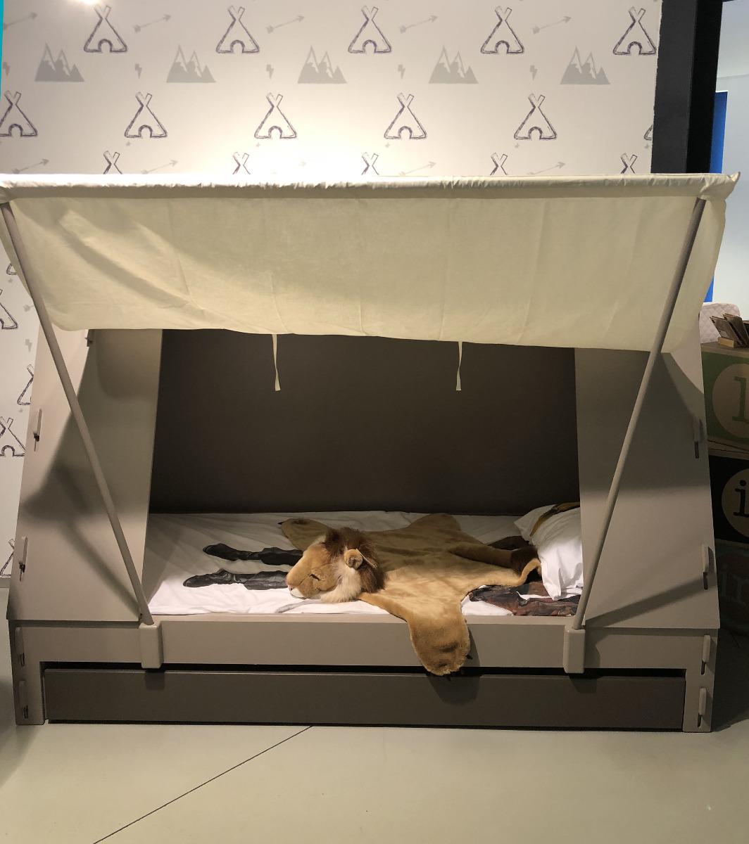 Toonzaalmodel Tentbed met bedlade van Mathy By Bols